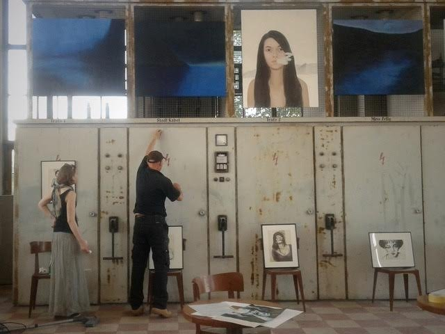 """Instalacja obrazów na wystawę """"Dilemma"""", Straubing. niemcy•foto: K. Jaworska"""