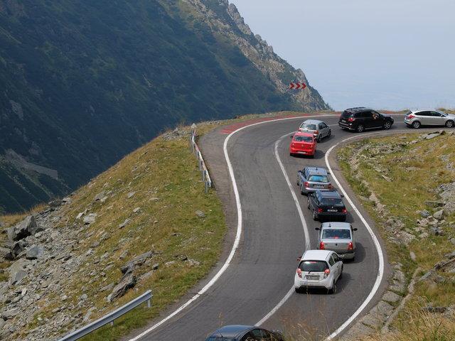 Trasa Transfogaraska w Karpatach w Rumunii ma ok 150 km i prowadzi przez szczyt na wysokości 2035 m npm. Przejazd tą trasą zajmuje ok 3-4 godzin.•foto: D. Jaworska