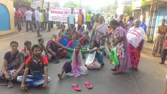 Protesty przeciwko budowie międzynarodowego portu w Vizhinjam, Kerala, Indie•kolekcja: M. Paniadima