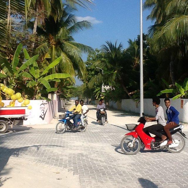 Przygotowania do wiecu w wiosce Mahedhoo, Malediwy•Foto: D.Jaworska
