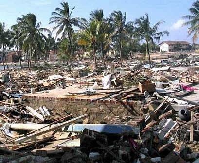 Tsunami w grudniu 2004 roku pochłonęło ćwierć miliona ofiar w Indonezjii, na Sri Lance, w Indiach i Tajlandii. • Foto:hikenow.net