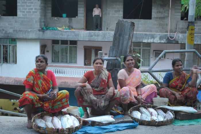 Kobiety z rybami. Andamany. Indie. Foto: D. Jaworska