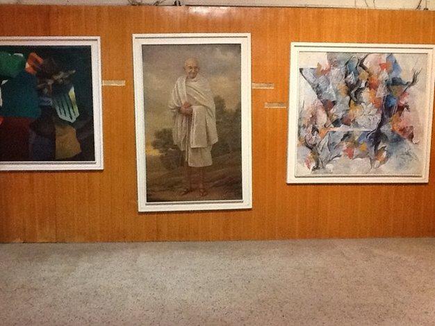 Muzea w Indiach to osobny rozdział. Nie ma już takich miejsc w Polsce z trzeszczącą podłogą i krzywo wiszącymi obrazami. Muzealne sprzęty sprawiają wrażenie, że są równie stare jak eksponaty, które przechowują•foto: D. Jaworska