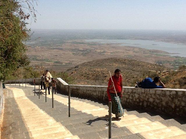 3200 schodów do świątyni dżinijskiej w Palitana, Indie• Foto: D. Jaworska
