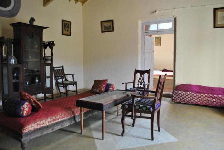 Vijay Vilas Palace, Palitana - wnetrza: salonik •Foto: D. Jaworska