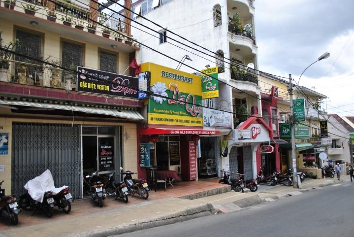Sklepiki w  Wietnamie. Foto: D. Jaworska